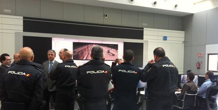 Imagen de policías en instalaciones de Metro