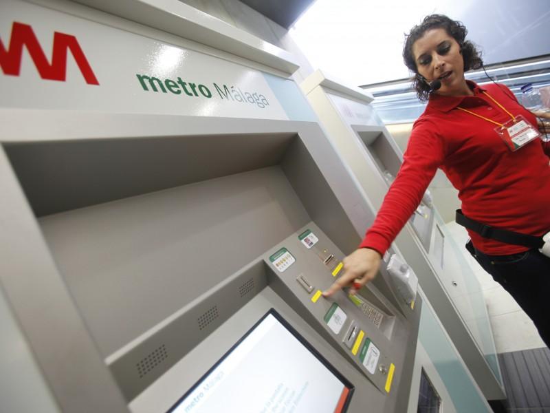 Metro de Málaga contará durante el primer mes de funcionamiento con personal de orientación al usuario
