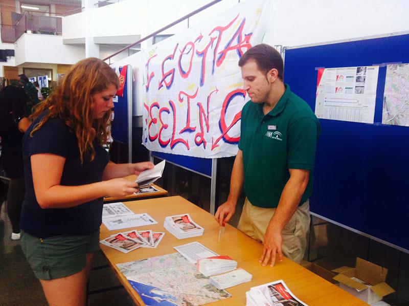 Metro Málaga desarrolla una campaña informativa en la Universidad antes del inicio del curso