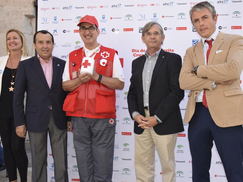"""Metro de Málaga colabora con el """"Día de la Banderita"""" de Cruz Roja, a beneficio de los refugiados sirios"""