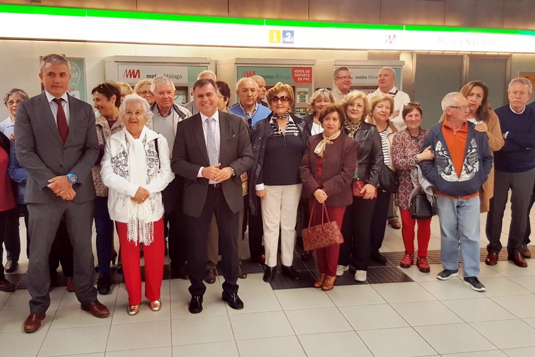 Metro de Málaga inicia una campaña para fomentar el uso de este transporte público entre las personas mayores